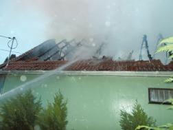 Családi ház égett Komáromban