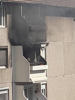 Erkély égett, autók ütköztek